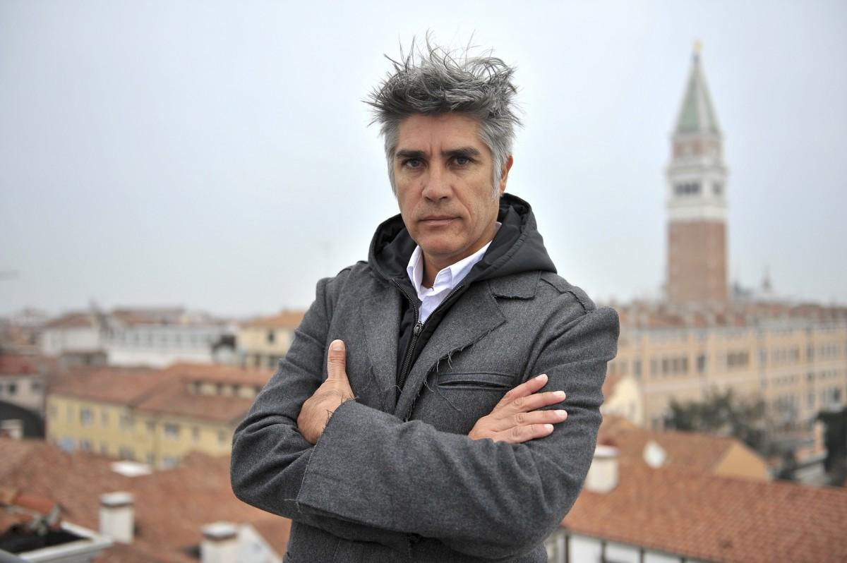 Architect open sources affordable housing design next city for Alejandro aravena arquitecto