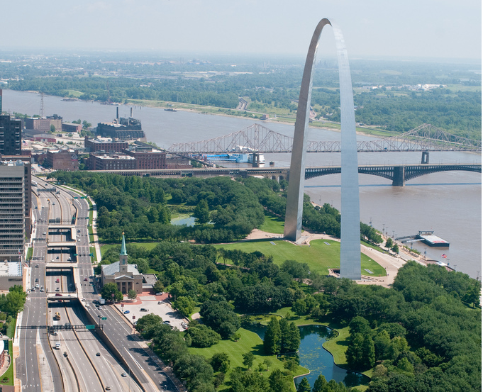 Plan for the Gateway Arch Leaves a St. Louis Highway in Place. But ...