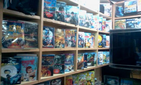 Sellers of Pirated DVDs Struggle to Stay Relevant in the Digital Age