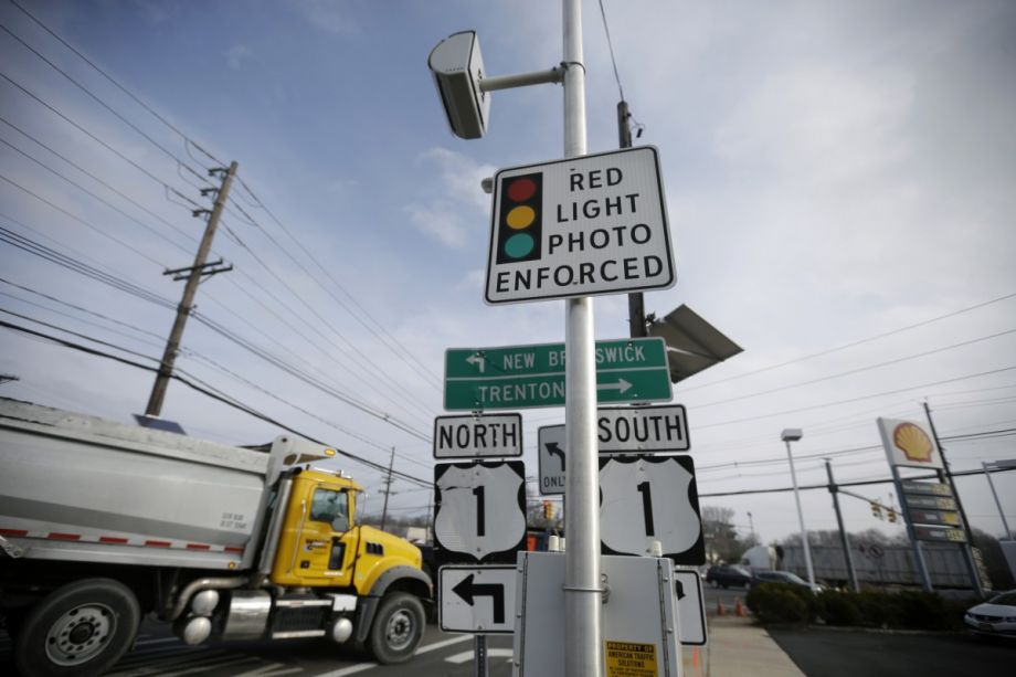 Chicago Rethinks Red Light Camera Rules To Give Drivers A Break