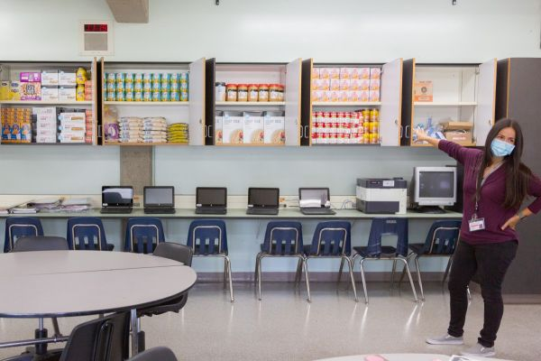 A food pantry at Duarte High School in LA County