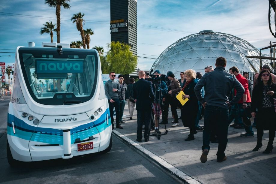 Self-driving bus ready to shuttle tourists in Las Vegas